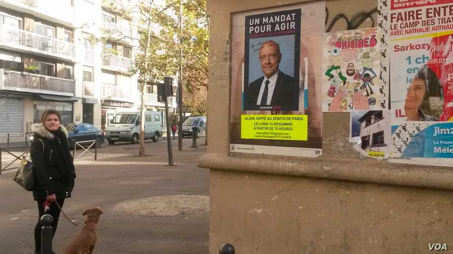 A billboard in Paris for former prime minister Alain Juppe, the front runner in the conservative primaries, Paris, Nov. 18, 2016. (L. Bryant/VOA)