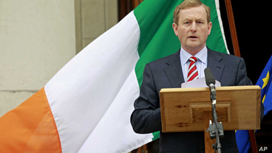 Irish Prime Minister Enda Kenny speaks to the media at goverment buildings, Dublin, Ireland, June 1, 2012 (AP).