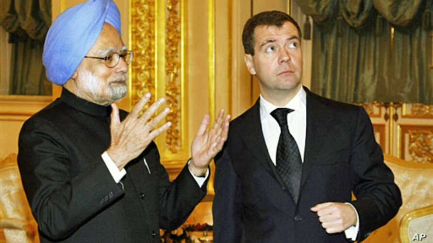 Indian Prime Minister Manmohan Singh (L) speaks with Russian President Dmitry Medvedev (R) at the Kremlin in Moscow on 07 December 2009