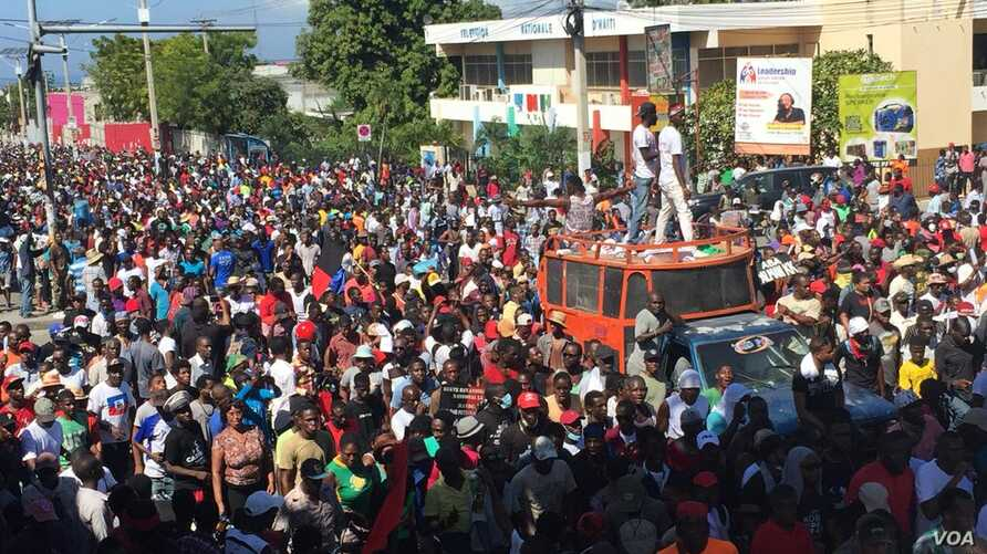 Thousands protest against corruption and demand the president's ouster in Port-au-Prince, Haiti, Nov. 18, 2018.
