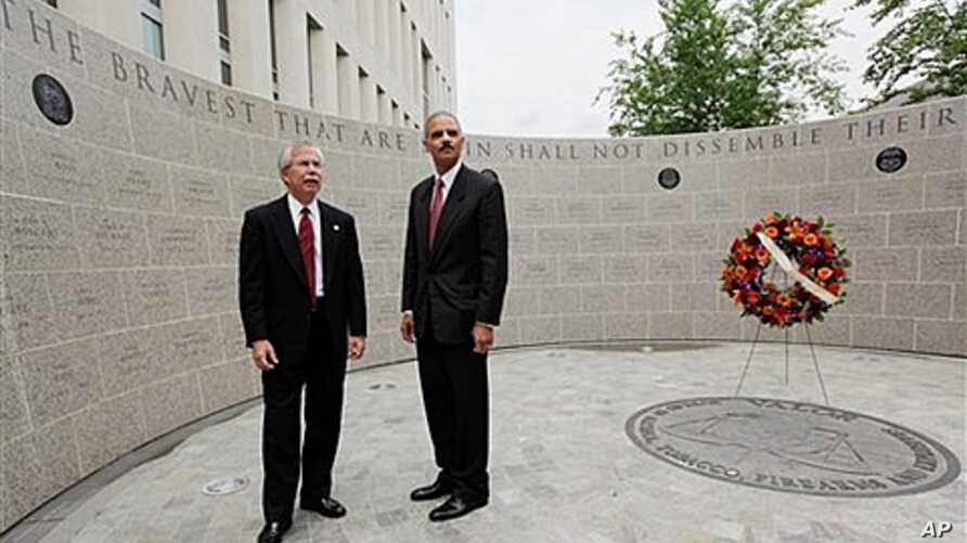 Attorney General Eric Holder, right, and former ATF Director Kenneth Melson at the ATF's 13th Annual Memorial Observance for agency officials killed in line of duty, May 2009 (file photo).