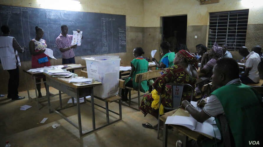 Staff at a polling station count ballots in the presence of observers from various organizations and political parties, in Ouagadougou, Burkina Faso, November 29, 2015. (Photo - E. Iob/VOA)