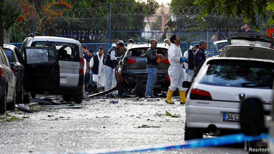 Police forensic experts examine the scene of blast in Istanbul, Turkey, Oct. 6, 2016.