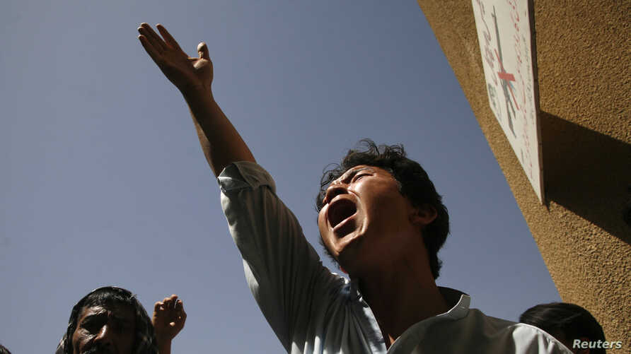 An ethnic Hazara Shi'ite Pakistani Muslim shout slogans while condemning the killings of relatives outside a hospital, where their bodies are located, in Quetta September 1, 2012. Unidentified gunmen on motorbikes shot dead seven Shi'ite Muslims in a