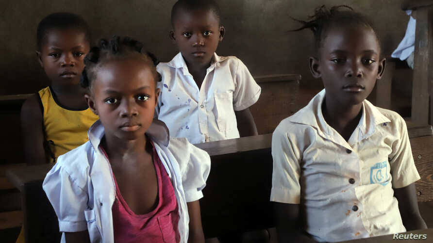 Children attend a class session at the Wangata commune school during a vaccination campaign against the outbreak of Ebola, in Mbandaka in the Democratic Republic of Congo, May 23, 2018.