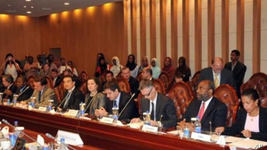 UN delegates attend a meeting with Sudanese Foreign Minister Ali Ahmad Karti in Khartoum, 09 Oct 2010 on the last day of an official visit to Sudan by UN Security Council ambassadors