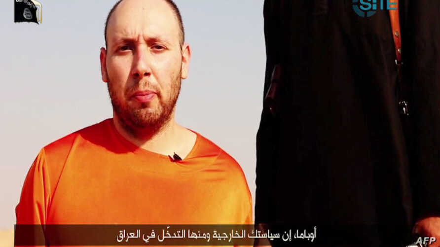 An image grab taken from a video released by the Islamic State (IS) and identified by private terrorism monitor SITE Intelligence Group purportedly shows U.S. freelance writer Steven Sotloff dressed in orange and on his knees in a desert landscape sp...
