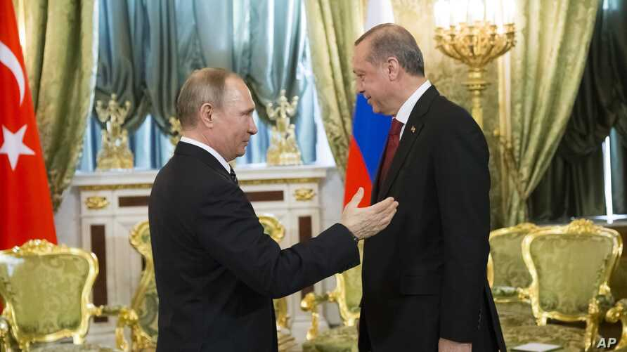Russian President Vladimir Putin, left, speaks to Turkey's President Recep Tayyip Erdogan during their meeting in the Kremlin in Moscow, Russia, March 10, 2017. The talks focused on Syria, where Russia and Turkey have launched a joint mediation effor