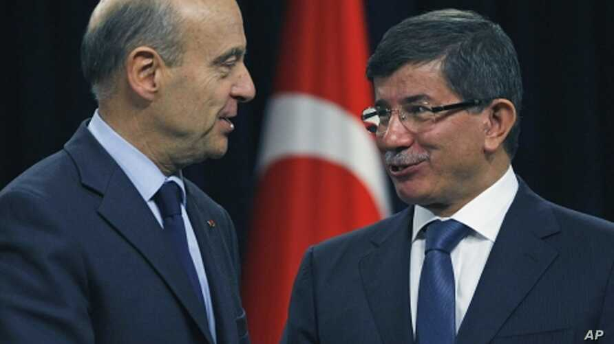 French Foreign Minister Alain Juppe, left, and Turkish counterpart Ahmet Davutoglu, Ankara, Nov. 18, 2011.