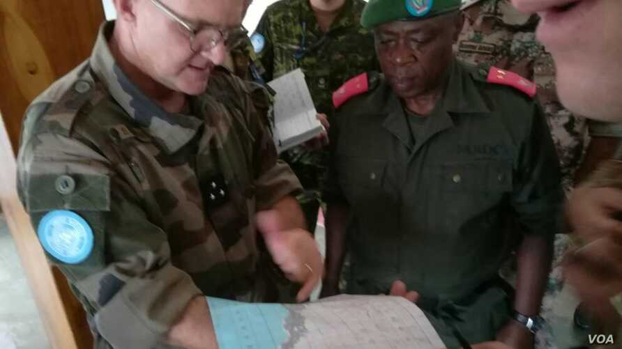 General Commis (MONUSCO) and General Kasereka (FARDC) refine the protection plan of the city of Uvira, near the Burundian border, on the northern end of Lake Tanganyika. (MONUSCO/Bilamekaso Tchagbele)