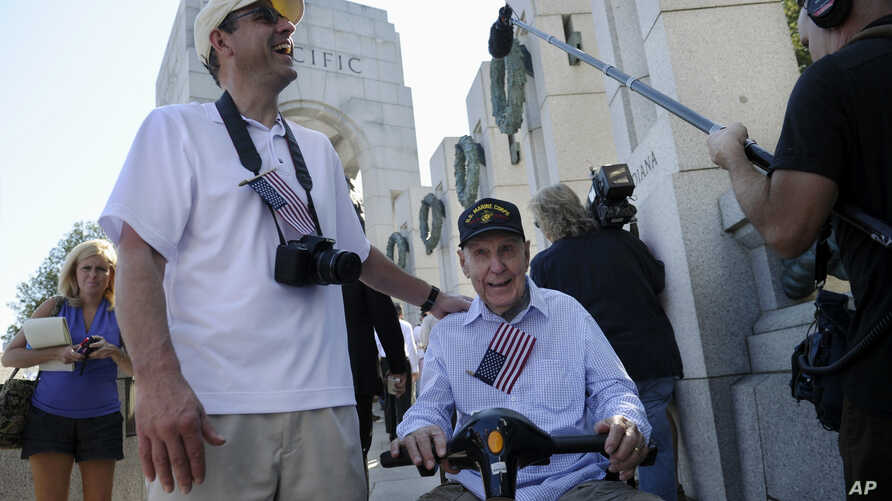eff Morgan (L) and his father, World War II Marine veteran Eugene Morgan, both of Collierville, Tennessee, arrive to visit the World War II Memorial in Washington, Oct. 2, 2013.