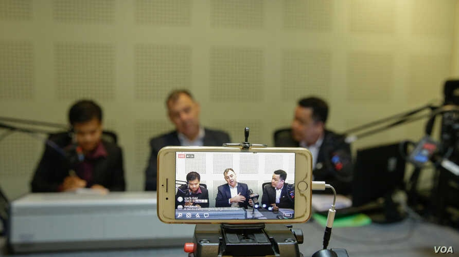 US Ambassador to Cambodia William Heidt in a Facebook lives exclusive interview with VOA on current political situation in Cambodia and US-Cambodia relations, in Phnom Penh, on 29 November, 2017. (Khan Sokummono/VOA Khmer)