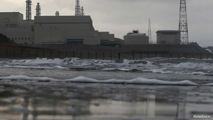 Tokyo Electric Power Co.'s (TEPCO) Kashiwazaki Kariwa nuclear power plant, which is the world's biggest, is seen from a seaside in Kashiwazaki, November 12, 2012. Tokyo Electronic Power Co will probably have to delay restarting the world's biggest nu