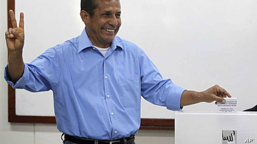 Peru's presidential candidate Ollanta Humala casts his ballot in Lima, April 10, 2011