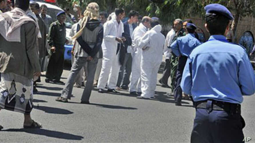 Yemeni security forces and forensics personnel attend the scene where an attack took place on a convoy carrying a senior British diplomat in San'a, Yemen, 06 Oct 2010