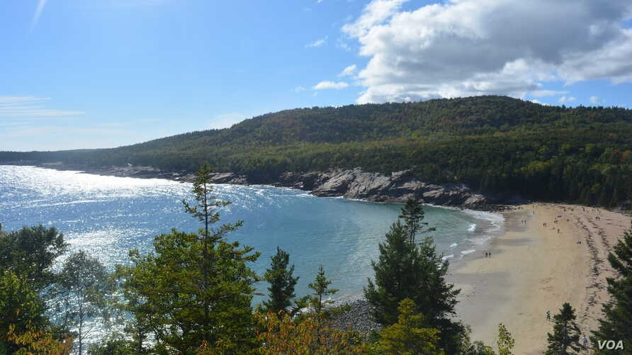 Hugging the rugged coast of Maine, Acadia boasts forested mountains, wide beaches and rocky shorelines.