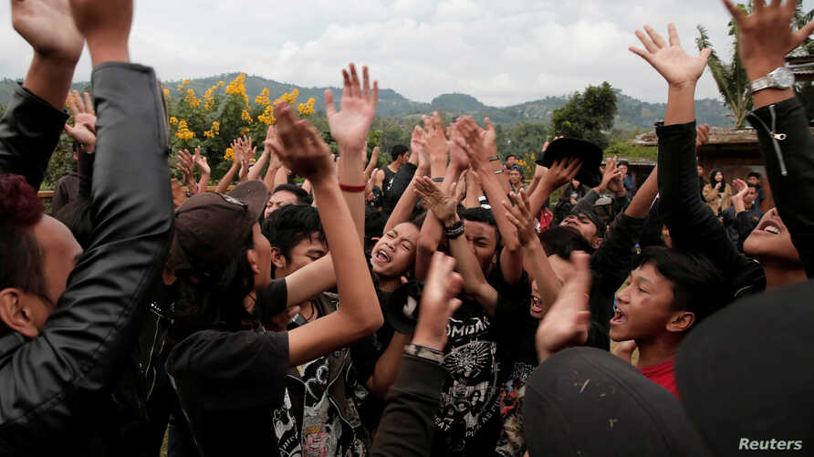 Punk community members dance during a punk music festival in Bandung,  Indonesia West Java province, March 23, 2017. Picture taken March 23, 2017.