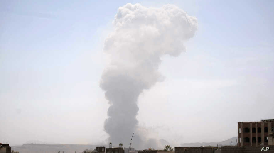 Smoke rises after a Saudi-led airstrike hit a site believed to be one of the largest weapons depots on the outskirts of Yemen's capital, Sana'a, May 22, 2015.