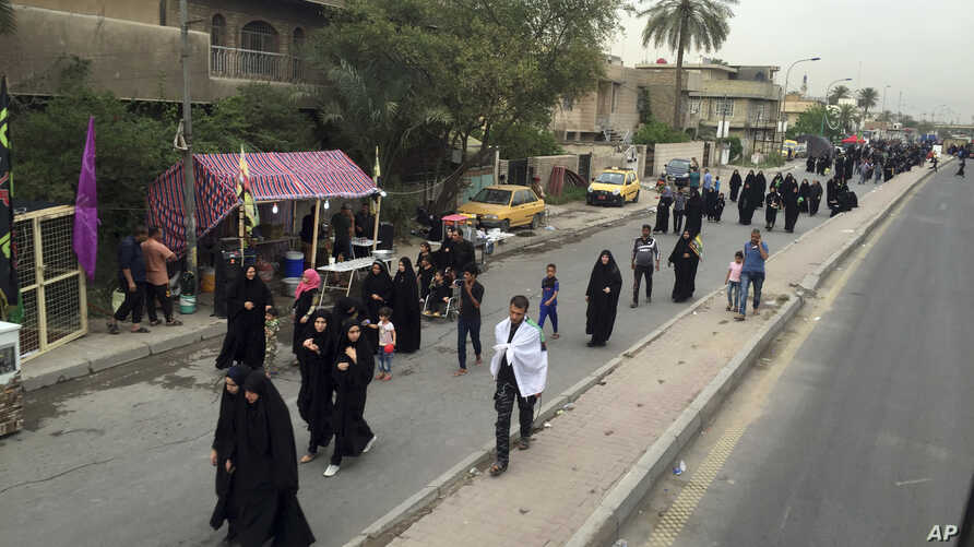 Shi'ite pilgrims march toward the Imam Mousa al-Kadhim shrine to commemorate the anniversary of the Imam's death in Baghdad, Iraq, April 29, 2016.
