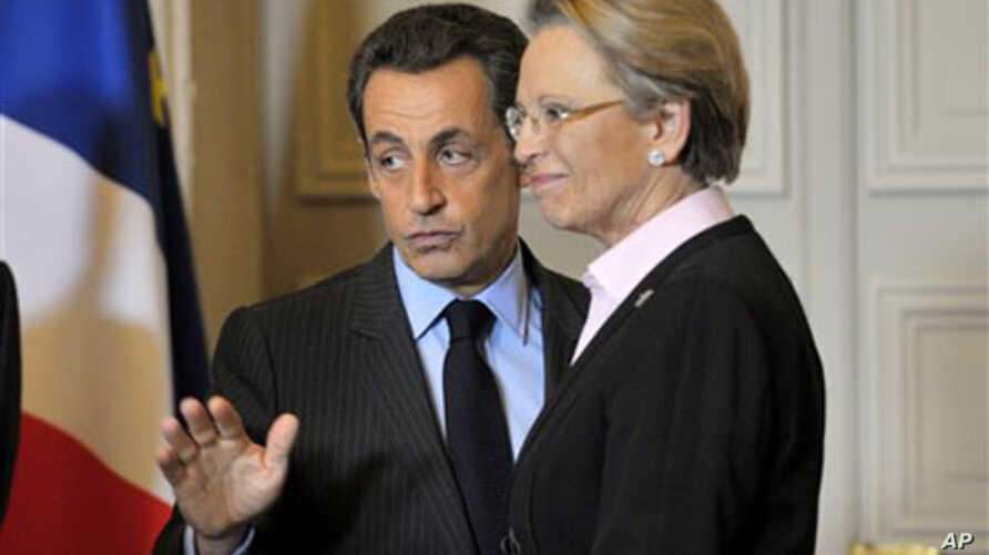 French President Nicolas Sarkozy and Foreign Minister Michele Alliot-Marie speak after a meeting at the Elysee palace in Paris (file photo)