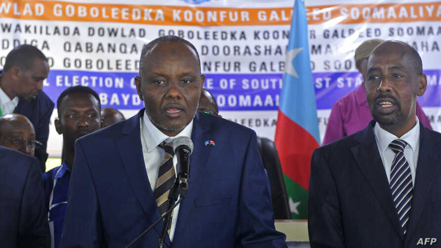 Newly elected Somalia's autonomous South West State President Abdiaziz Hassan Mohamed, left, delivers his speech after being elected among five candidates by legislators in Baidoa, Somalia, Dec. 19, 2018.