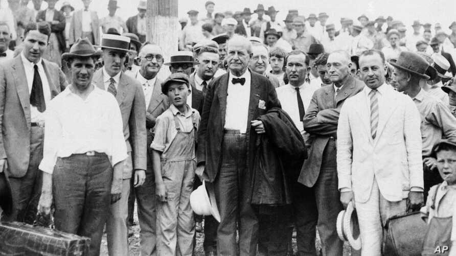 William Jennings Bryan, center, arrives at Dayton, Tenn., in 1925.  Bryan, a fundamentalist, is associate prosecutor in the trial of the State of Tennessee vs. John Thomas Scopes, a public school teacher who violated the law when he taught the biolog