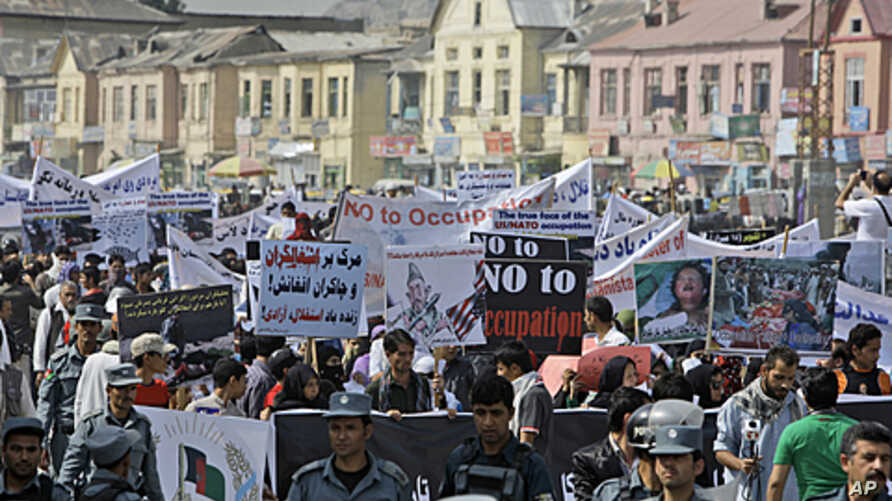 Afghan people take part in an anti U.S. rally organized by ' Afghanistan Hambastegi' party in Kabul, Afghanistan, Oct. 6, 2011.