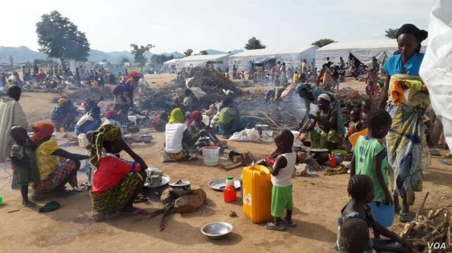 FILE - Thousands of Nigerian refugees, fleeing fresh fighting, have arrived hat the Minawao camp in Cameroon's Far North region, March 3, 2015.