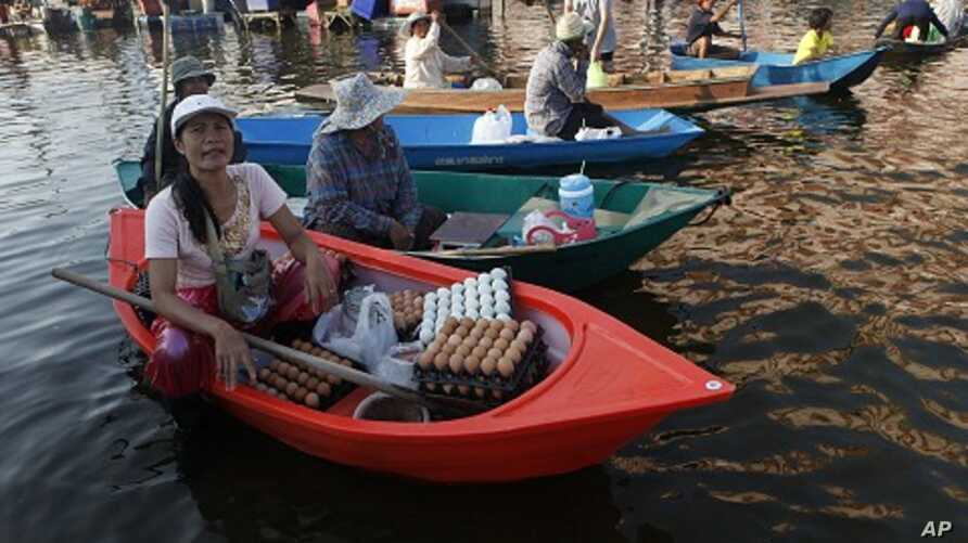 A vendor sells egg at a flooded market in Nonthaburi province, on the outskirts of Bangkok November 17, 2011.