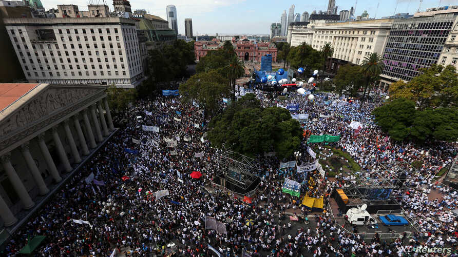 Public school teachers on strike take part in a protest at Plaza de Mayo square in front of the Casa Rosada Presidential Palace in Buenos Aires, Argentina, March 22, 2017.