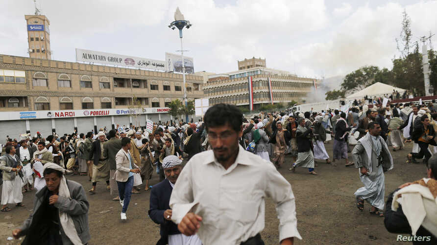 People flee after a suicide attack in Sanaa October 9, 2014. A suicide bomber killed at least 42 people on Thursday when he detonated an explosives-laden belt in a district of the Yemeni capital where the powerful Shi'ite Muslim Houthi movement had p