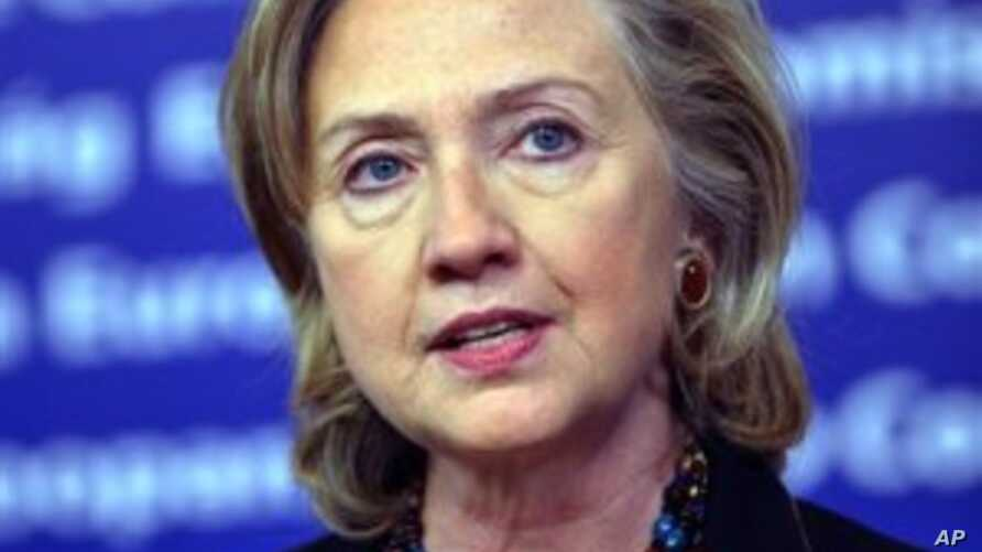 Clinton Urges Pakistan to Tax Wealthy for Flood Relief