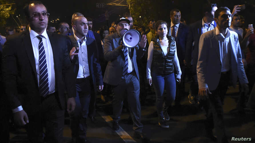 Armenian Prime Minister Nikol Pashinyan (C) addresses supporters during a protest against a bill passed by members of parliament to block the dissolution of the National Assembly in Yerevan, Armenia, Oct. 2, 2018.