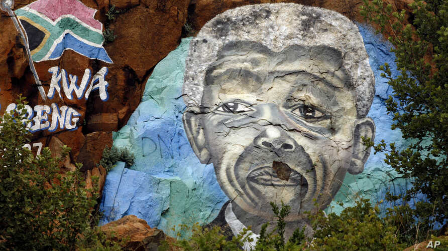 """President Jacob Zuma's office announced former President Nelson Mandela """"has made progress"""" in getting better after contracting a lung infection, December 12, 2012"""