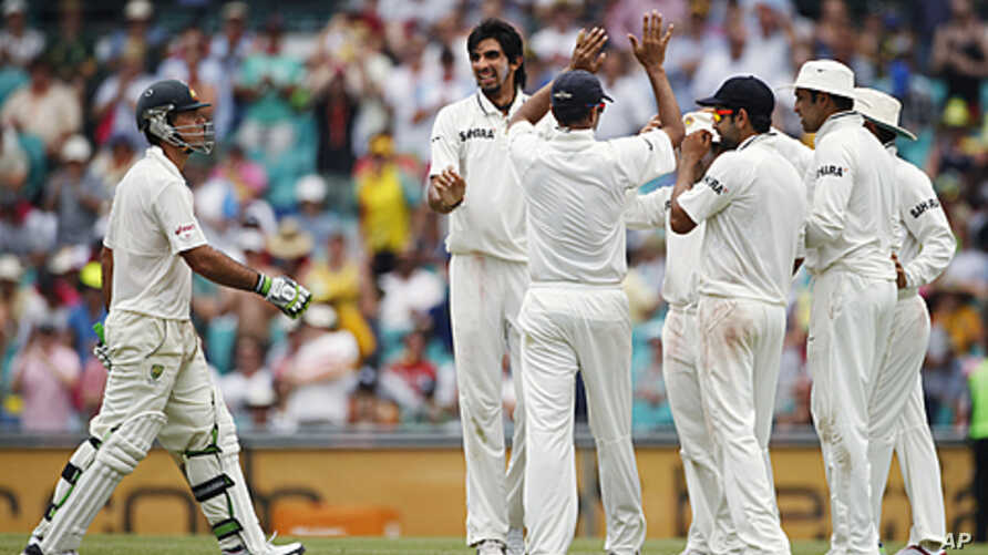 Indian players celebrate after Ishant Sharma (2nd L) took the wicket of Australia's Ricky Ponting (L) during the second test cricket match at the Sydney Cricket Ground, January 4, 2012.