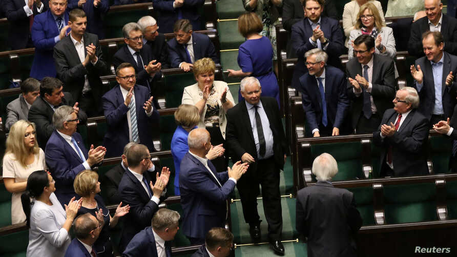 Law and Justice (PiS) party leader Jaroslaw Kaczynski enters the parliament as his party members applause, before the second reading of a bill that calls for an overhaul of the Supreme Court, in Warsaw, Poland, July 19, 2017.