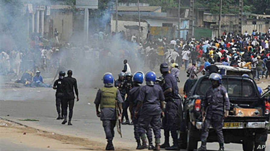 Ivory Coast police loyal to incumbent president Laurent Gbagbo face supporters of Alassane Ouattara, who has claimed to have won last month's presidential election, during a protest in a street in Abidjan on Dec 16, 2010