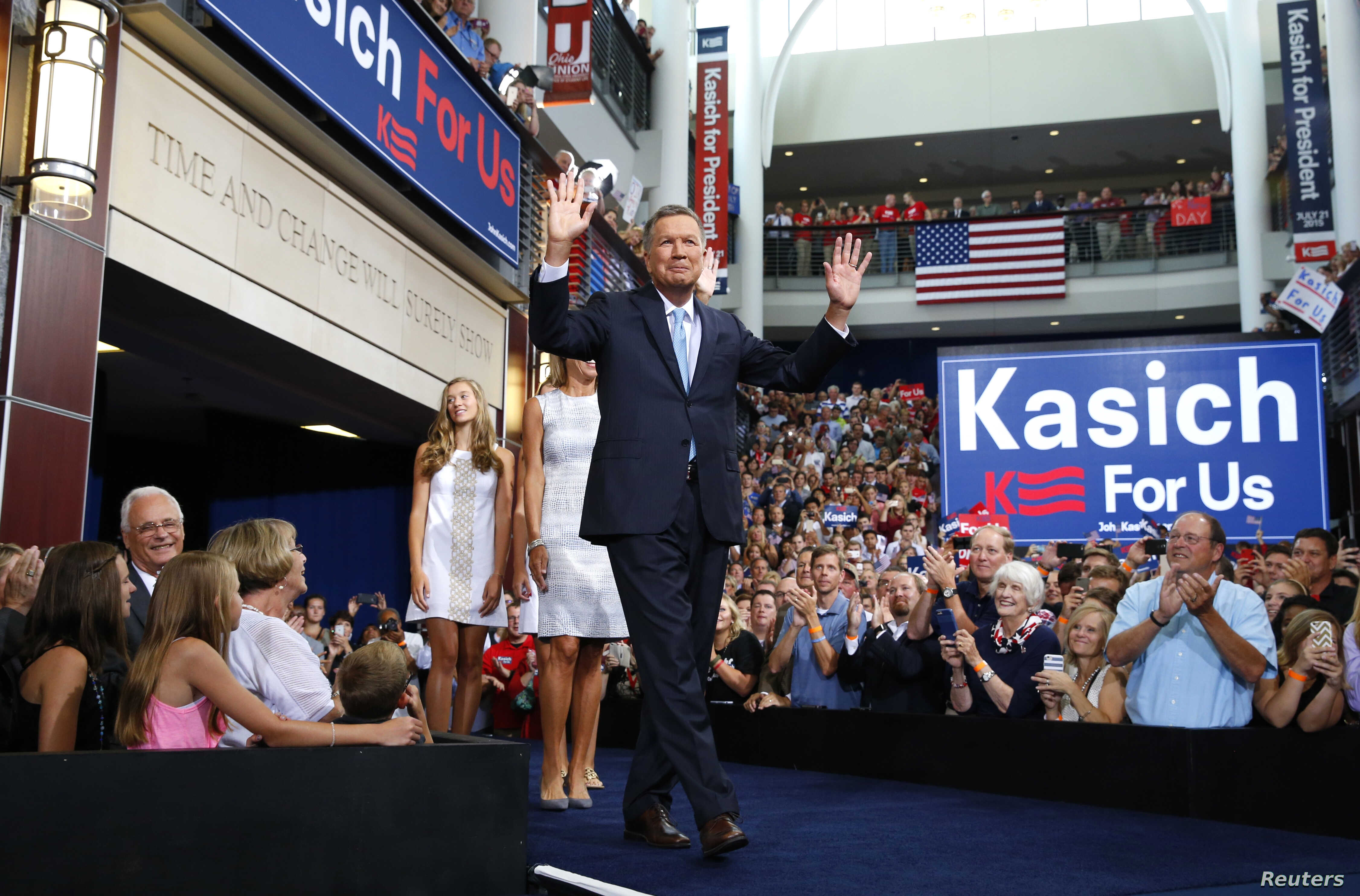 Republican U.S. presidential candidate and Ohio Governor John Kasich arrives on stage to formally announce his campaign for the 2016 Republican presidential nomination during a kickoff rally in Columbus, Ohio, July 21, 2015.