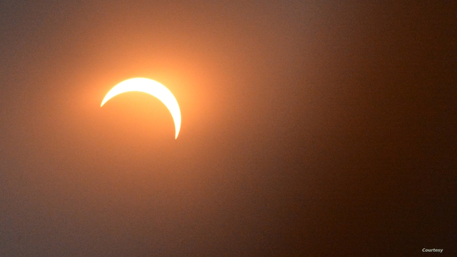 The moon is seen blotting out 81 percent of the sun during a solar eclipse in Washington, D.C., Monday, Aug. 21, 2017. (Diaa Bekheet/VOA)
