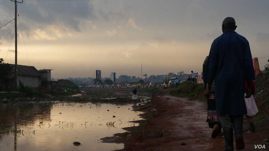 Settlements along drainage pathways often causes flooding and stagnant water along walkways. These large pools of water increase the risk of diseases such as malaria and cholera. (E. Paulat/VOA)
