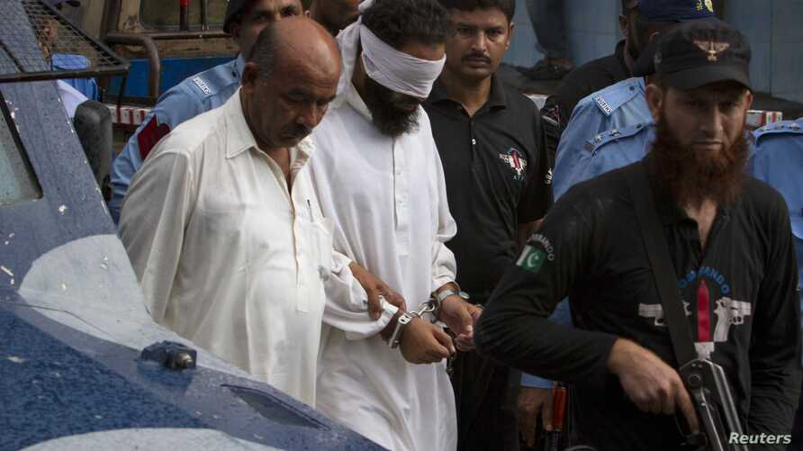 Police escort blindfolded Muslim cleric Khalid Jadoon as he is brought before a judge at a court in Islamabad, September 2, 2012.