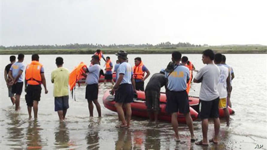Philippine National Police and volunteer rescue units practice search and rescue operations, 17 Oct 2010