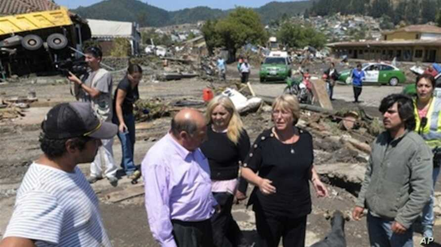 Chile's President Michelle Bachelet (2ndR) talks to residents in a destroyed area of Concepcion, some 100 km (62 miles) south of the epicenter of a huge 8.8-magnitude earthquake that rocked Chile on February 27, 2010.