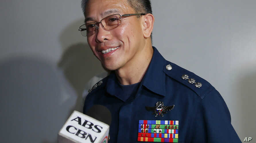 Col. Restituto Padilla, Spokesman of the Armed Forces of the Philippines, talks briefly to the media on the latest video of kidnapped Canadians, a Norwegian and a Filipino woman, as he arrives for a meeting with Foreign Affairs officials 2015 at subu