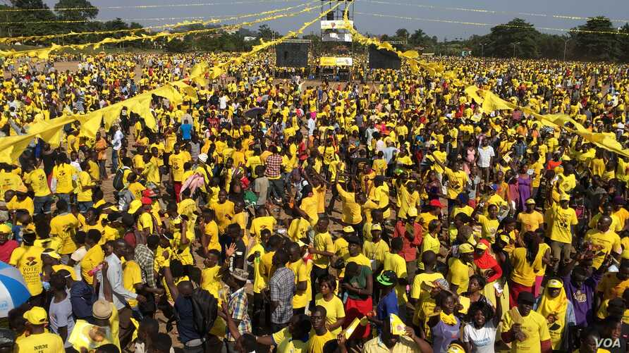 Thousands gather at a rally in support of President Yoweri Museveni in Kisaasi, a suburb of Kampala, Uganda, Feb. 16, 2016. (Photo: J. Craig / VOA)