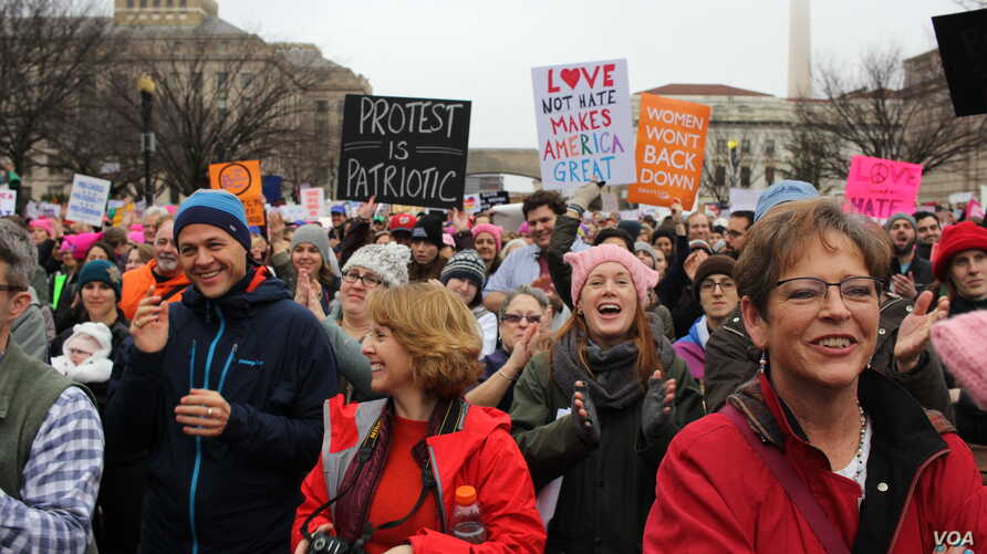 Crowds of people attend a rally before the Women's March, studded with celebrities and lawmakers, in Washington, D.C., Jan. 21, 2017. (E. Sarai/VOA)