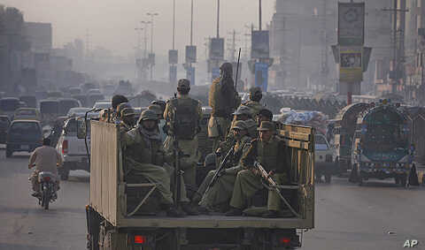 Paramilitary forces patrol the streets of Peshawar, in northwest Pakistan November 26, 2011. NATO helicopters attacked a military checkpoint in northwest Pakistan on Saturday, killing up to 28 troops and prompting Pakistan to shut vital supply routes