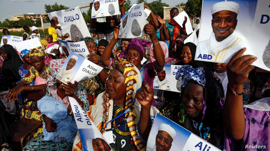 Supporters of candidate Aliou Diallo, leader of the Democratic Alliance for Peace (Alliance Democratique pour la Paix, or ADP-MALIBA) Party, attend an elelction rally in Bamako, Mali July 26, 2018.