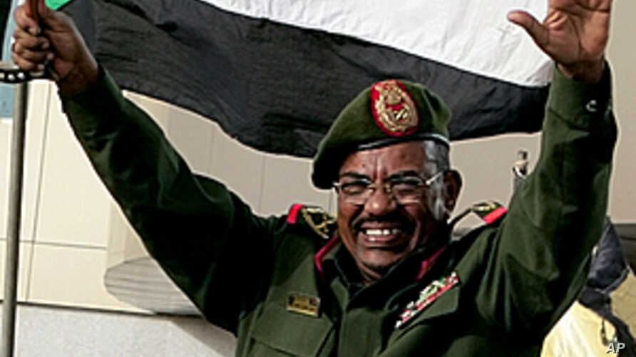 Sudanese President Omar al-Bashir waves to the crowd gathering outside the Defense Ministry in the capital Khartoum to celebrate retaking the oil town of Heglig from South Sudanese forces, April 20, 2012.