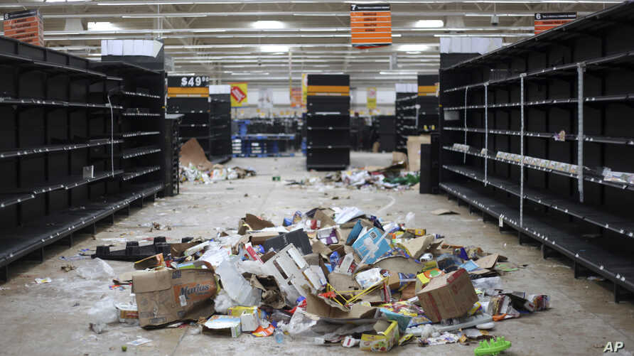 Supermarket displays stand empty and looted following protests caused by a 20 percent hike in gasoline prices, in Veracruz, Mexico, Jan. 7, 2017.